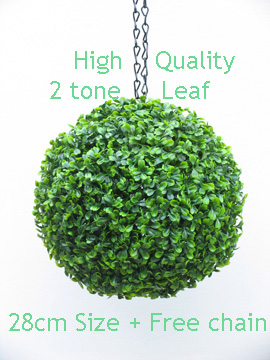 Hanging+Artificial+Boxwood+Topiary+Ball+%96+28cms+%2811+in%92%92%29++%2D++High+quality+two%2Dtone+leaf++COMPLETE+with+strong+hanging+chain+with+removable+clips+if+you+wish+to+use+in+pots+or+containers%2E