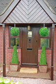 2 X 80cm Obelisk Leaf Effect Topiary + 2 FREE 33cm Boxwood Topiary Balls + FREE chains