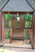 2 X Artificial Spiral Boxwood Topiary Corkscrew Trees / Plants 80cm Tall + 2 FREE 36cm Boxwood Topiary Balls + FREE chains